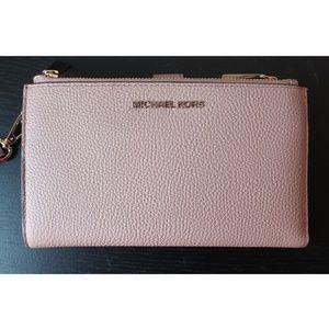 Michael Kors Pebbled Leather Smartphone Wallet